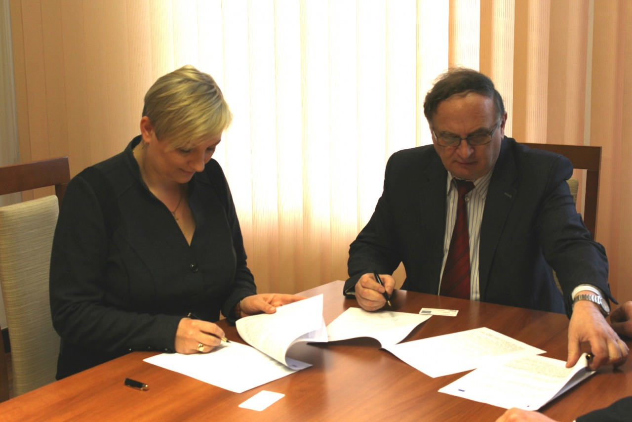 podpisanie pierwszej umowy z wykonawcą